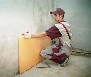 Монтаж Пеноплекса на подготовленные стены квартиры